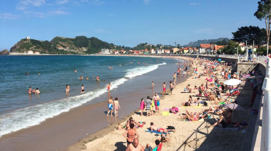 Luis Fuentes recupera el Póntelo Pónselo para el uso de las mascarillas este verano en Ribadesella