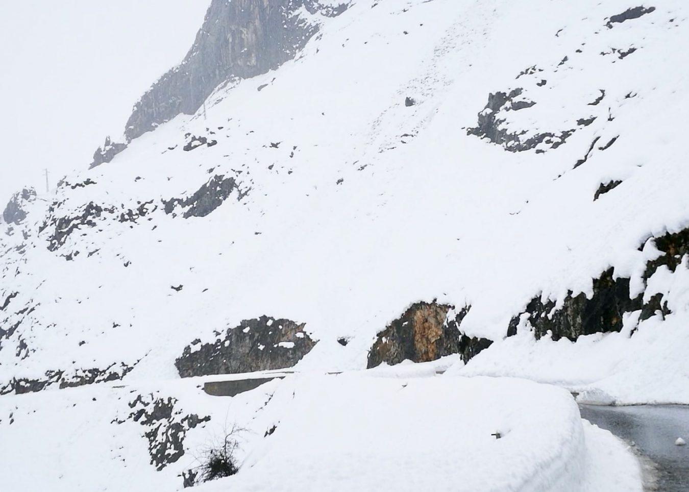El próximo lunes, 9 de marzo, comienza la instalación de las viseras antialudes en la carretera de Sotres