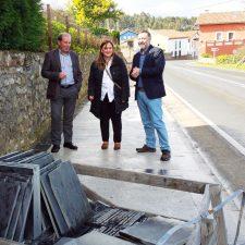 Concluida la nueva acera que une las localidades de Carrales y El Franco en Caravia