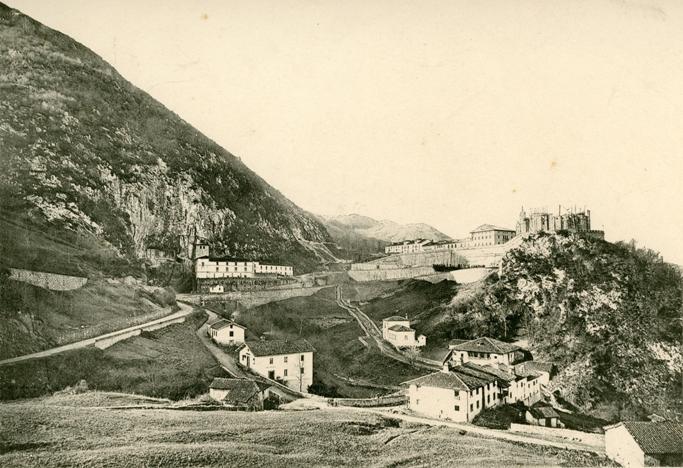 El Museo Arqueológico de Asturias inaugura una exposición fotográfica sobre la historia de Covadonga