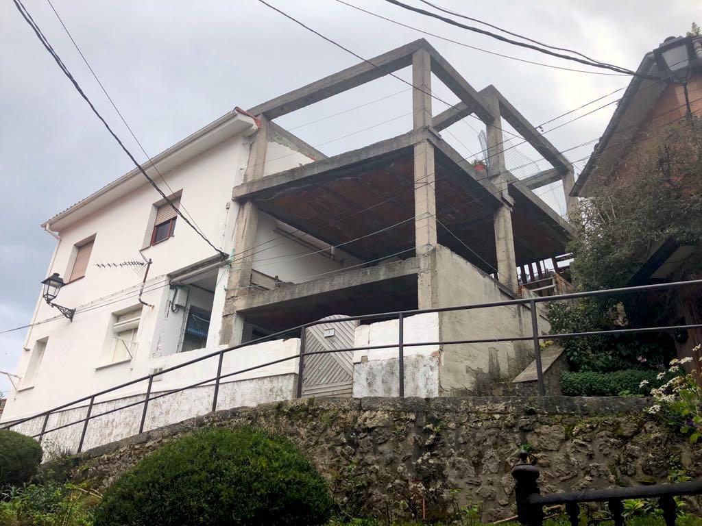 El exalcalde de Ribadesella, Juan Ureta, se enfrenta a 2 años de prisión por un delito urbanístico