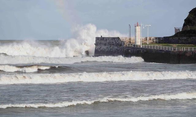 Asturias en Alerta Roja para mañana sábado por fuerte viento y oleaje