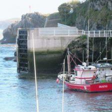 Adjudicadas en 60.000 euros las obras que permitirán mejorar la seguridad en el puerto de Llanes