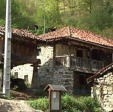 La familia desahuciada en Viboli entrega las llaves al Ayuntamiento de Ponga, pero seguirá viviendo en la aldea