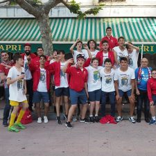 El Ribadesella CF Cadete asciende a Segunda y lo celebra con una rúa en tren turístico por las calles de la villa