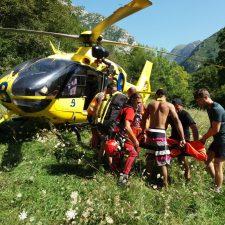 Una mujer médico salva de morir ahogado a un joven de 17 años en la Olla de San Vicente (Amieva)