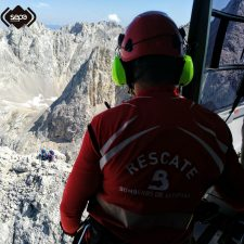 Rescatada una pareja de montañeros enriscada en el Pico Cabrones del concejo de Cabrales