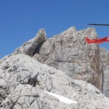 Rescatados dos montañeros y su perro tras quedarse enriscados entre Tresviso y Peñamellera Baja