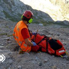 Rescatados un montañero que sufrió una caída de 8 m en el Urriellu y un anciano indispuesto en la Sierra del Cuera