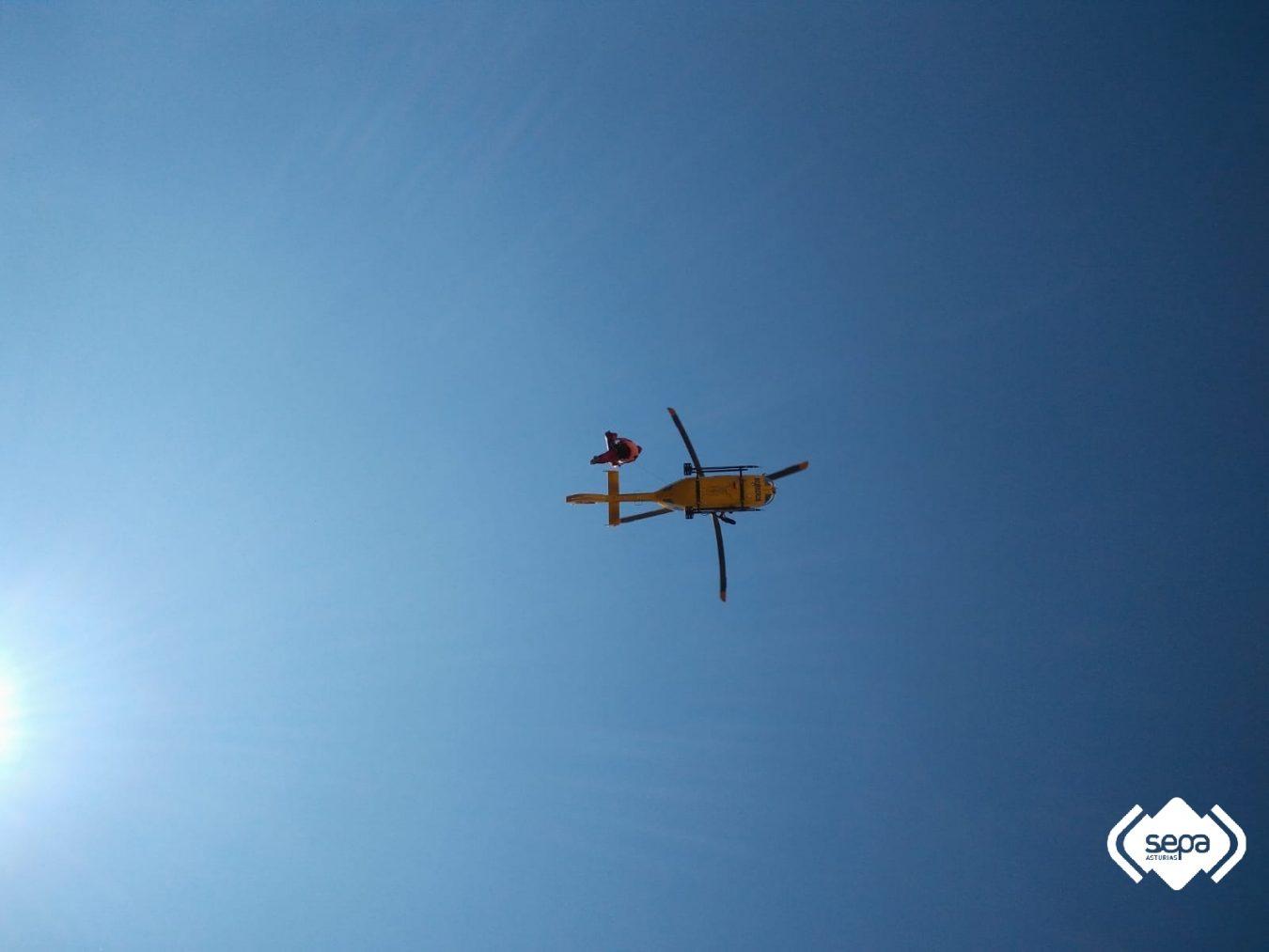 Rescatada una mujer que se fracturó el peroné en Oceño (Peñamellera Alta)