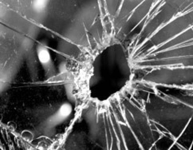 Detenido un riosellano por los daños causados en varios vehículos en Garaña y Llames de Pría