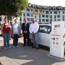 Colunga estrena su primer punto de recarga para vehículos eléctricos