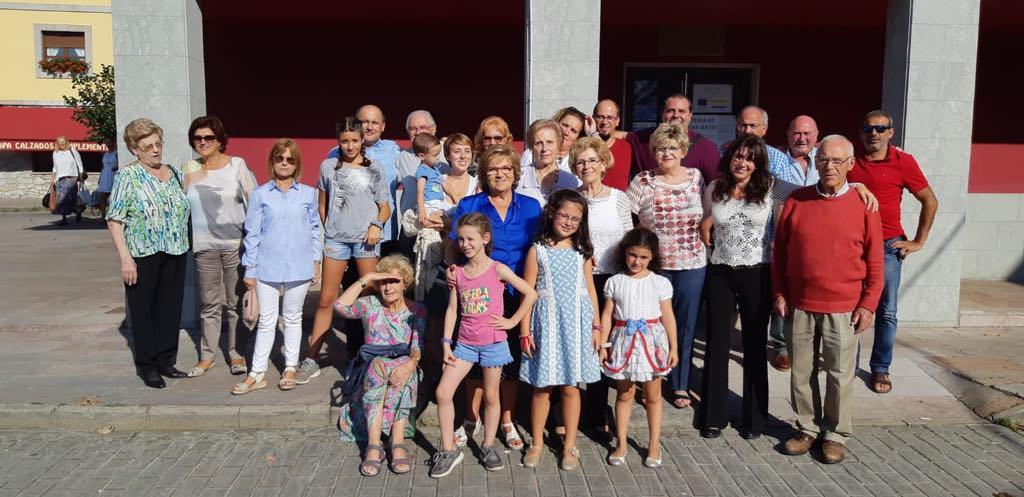 La gran familia Vela vuelve a reunirse en Onís, en su concejo de origen