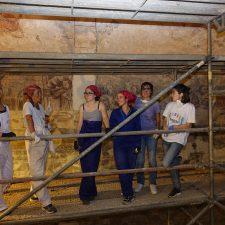 El taller de artistas itinerantes que pintó la riosellana iglesia de Moru