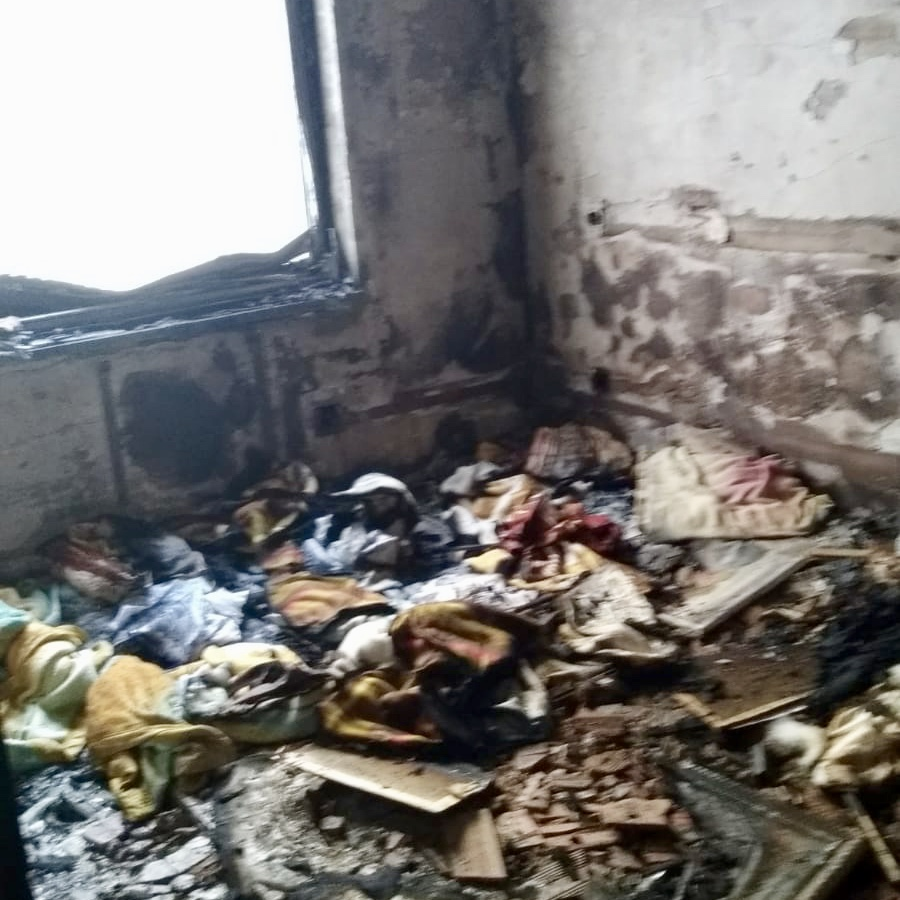 Un incendio en una vivienda de Ribadesella obliga a desalojar a dos familias