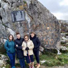 Onís rinde homenaje póstumo a Angel Martínez Traviesa con una placa en Soñín