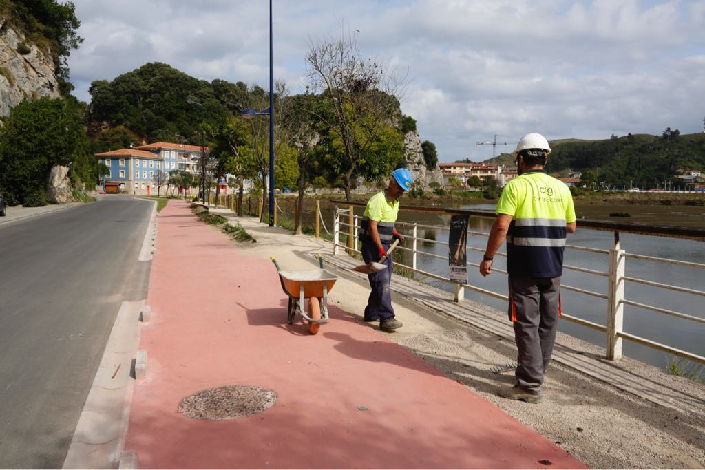 Ultimátum del Ayuntamiento de Ribadesella a la empresa que ejecuta la mejora de la avenida de Tito Bustillo