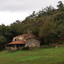 Cultura inicia los trámites para proteger la Iglesia de Tina y la ermita de Santu Medé en Pimiangu