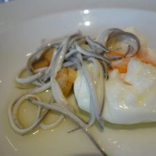 Una televisión japonesa se interesa por la angula de Ribadesella, por ser uno de los alimentos de lujo del mundo