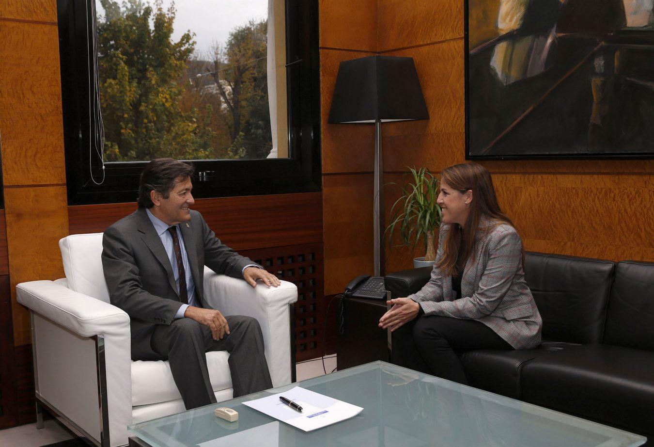 El Presidente del Principado recibe a la nueva alcaldesa de Colunga, Sandra Cuesta