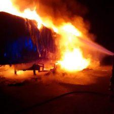 Un camión se incendia en la A-8 a la altura del túnel de Santiuste (Llanes) y corta la autovía durante doce horas