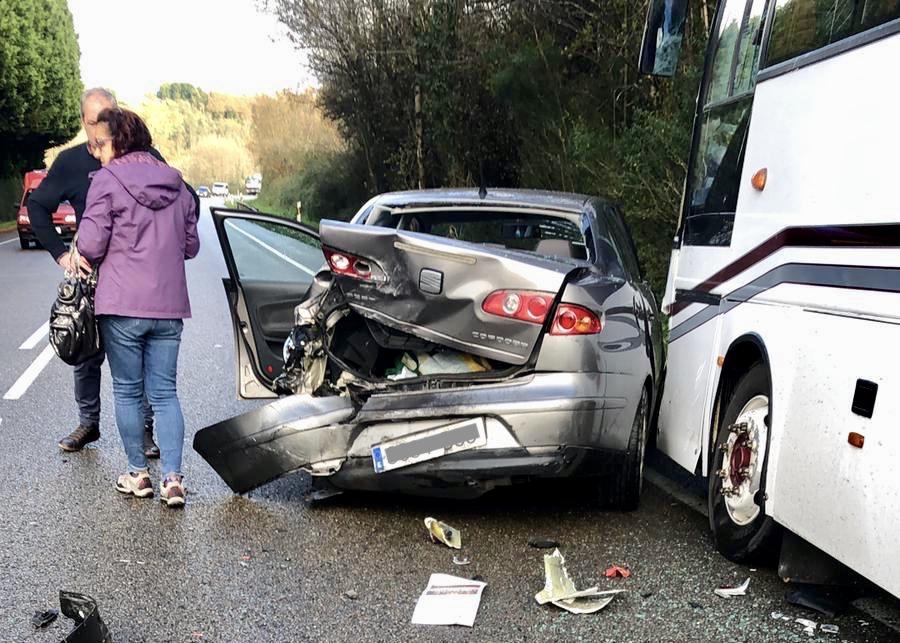 Cuatro heridos en un accidente múltiple en la carretera N-634 a la altura del enlace de Borines (Piloña)