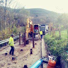 Iniciada la mejora de la carretera del Pedrosu y concluida la escollera de Puente Sandalio en Onís