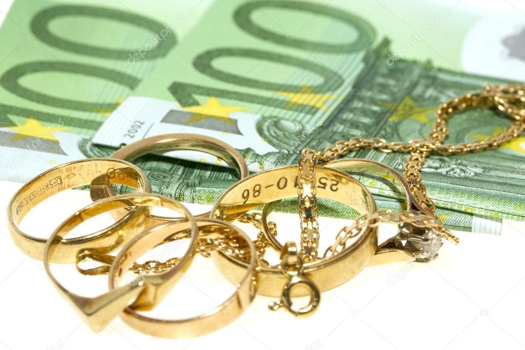 Detenida una banda de ladrones que perpetró hurtos de dinero y joyas en Ribadesella y Llanes