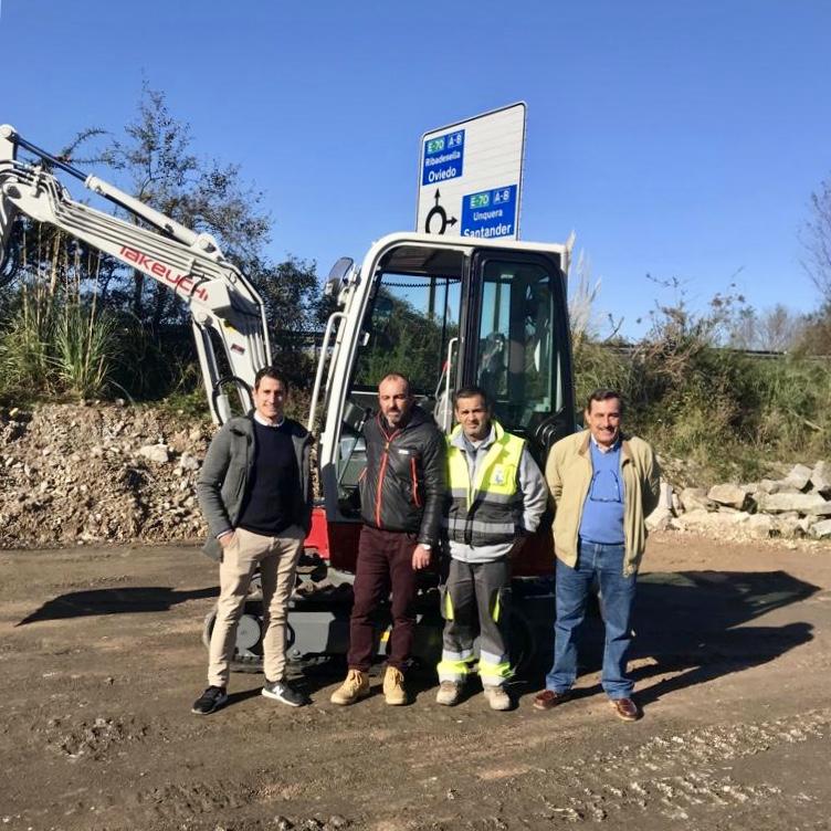 El departamento de obras del Ayuntamiento de Ribadesella estrena mini excavadora