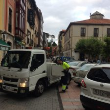 Foro Ribadesella propone suprimir el servicio de grúa previsto en la Zona Azul