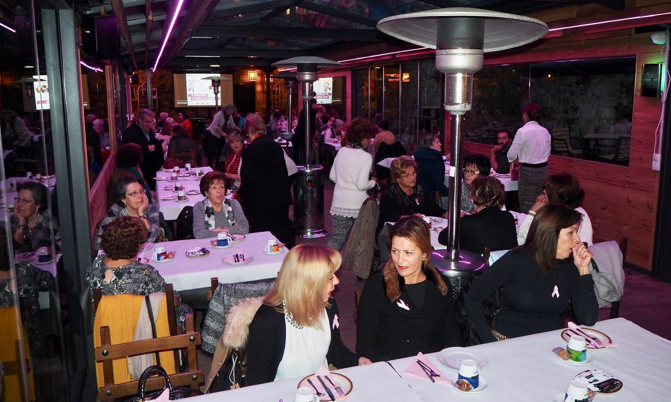 Ribadesella celebra su tercera Merienda Solidaria contra el cáncer de mama