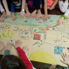 Los niños de Arriondas piden la instalación de una tirolina en el parque de La Concordia