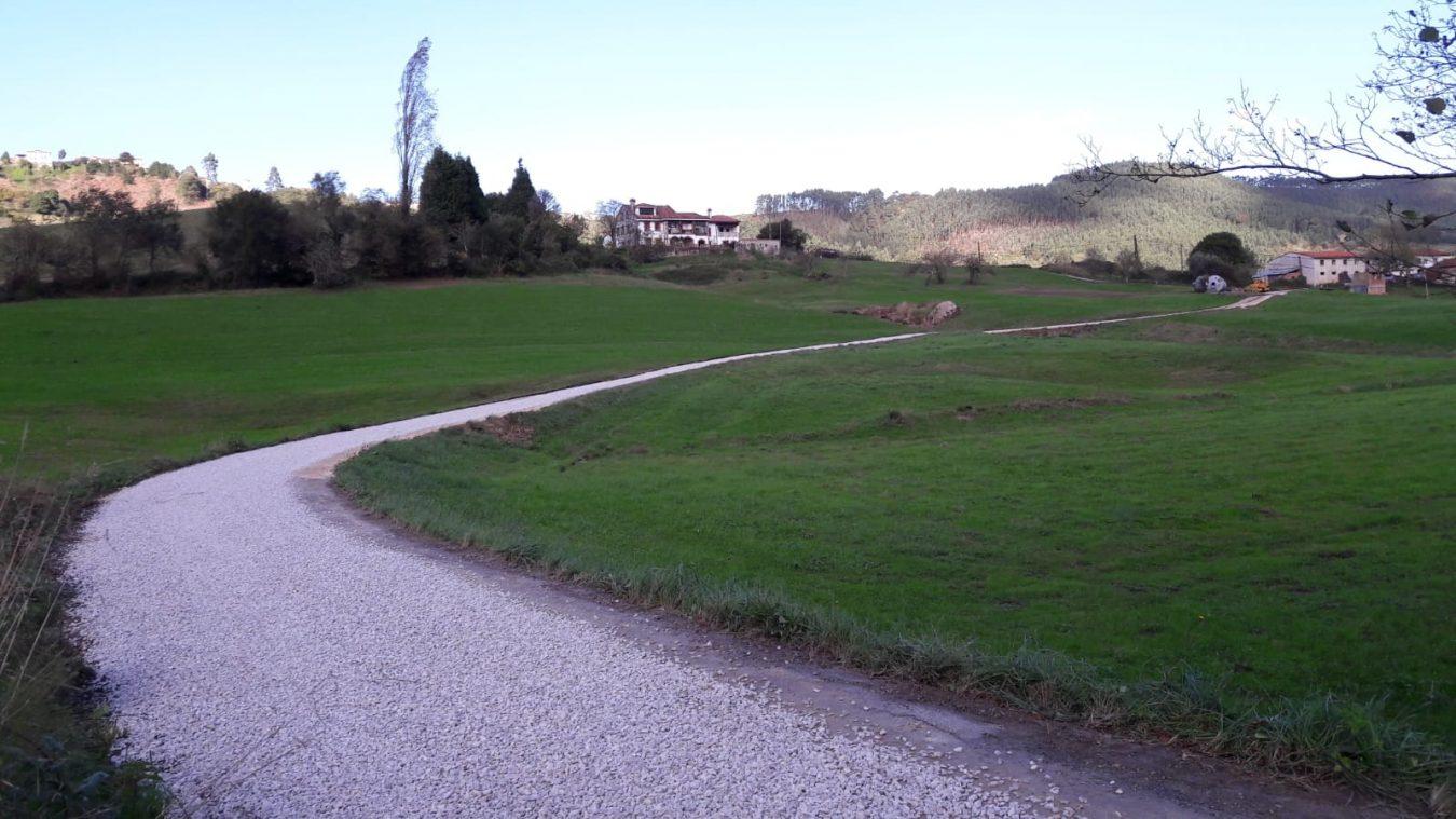 El Ayuntamiento de Ribadedeva invierte 13.000€ en la mejora de dos caminos en Las Bajuras