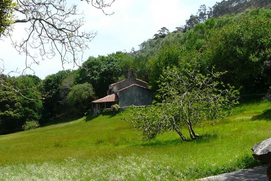 Cultura redactará el proyecto de rehabilitación de la capilla de San Emeterio, en Pimiangu (Ribadedeva)