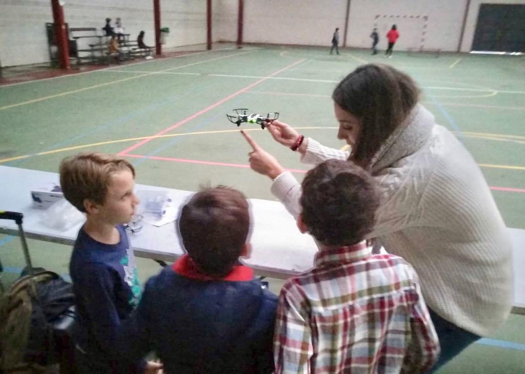 Los niños de Ribadesella aprenden a pilotar drones