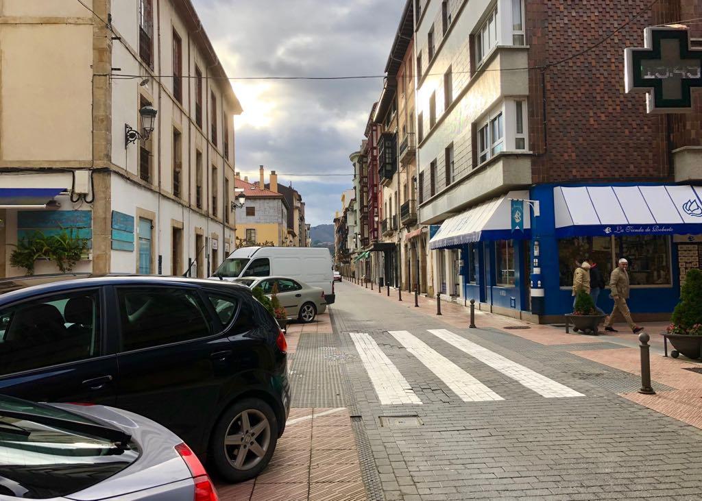 El PSOE de Ribadesella propone regular 173 plazas como aparcamiento de pago