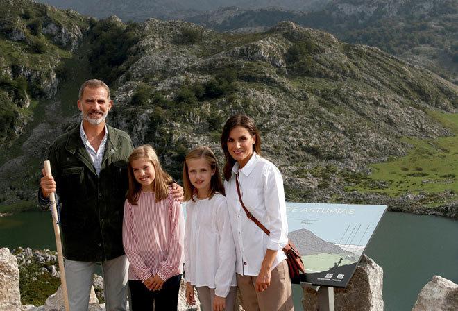 La Familia Real felicita la Navidad con una fotografía tomada en Los Lagos