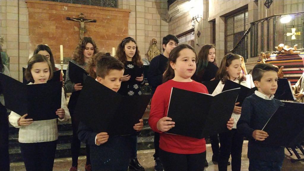 El Festival de Villancicos de Cangas de Onís llena la iglesia parroquial