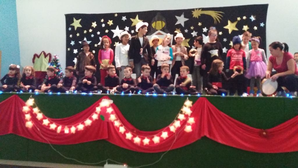 Fiesta de Navidad en Benia de Onís y reparto de chocolate caliente en Cangas de Onís