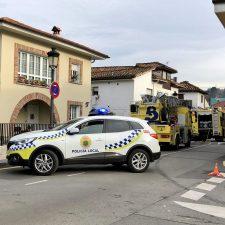 Los bomberos sofocan un pequeño incendio en una vivienda en El Contranquil de Cangas de Onís