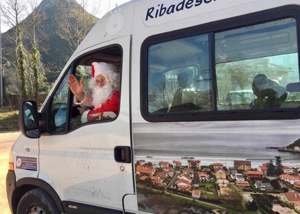 La Cultural de Ribadesella celebra su particular Descenso Navideño del Sella con Papa Noel incluido