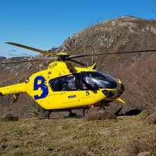 El helicóptero del Principado rescata a un hombre que sufre una caída en el Sueve