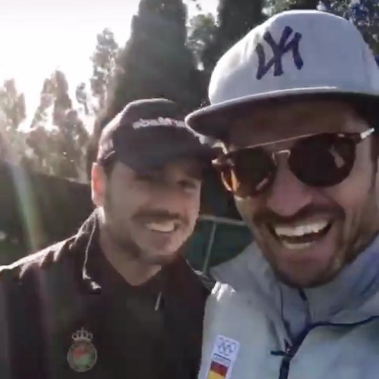 David Bustamante y Javier Hernanz juegan juntos al golf en Ribadesella