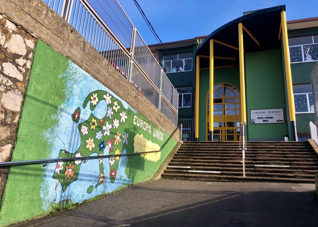Educación destina 25.000€ para reparar la cubierta del colegio público de Ribadesella