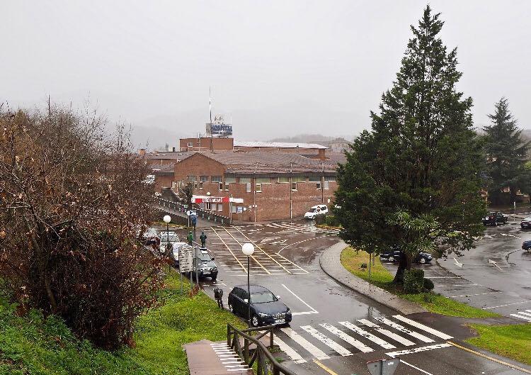 El Hospital de Arriondas cumple dos semanas con pacientes covid y una media de ocupación de diez diarios