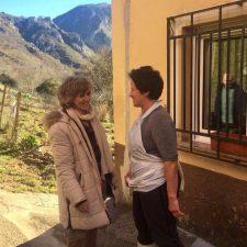 La Ministra de Sanidad visita la localidad cabraliega de Tielve