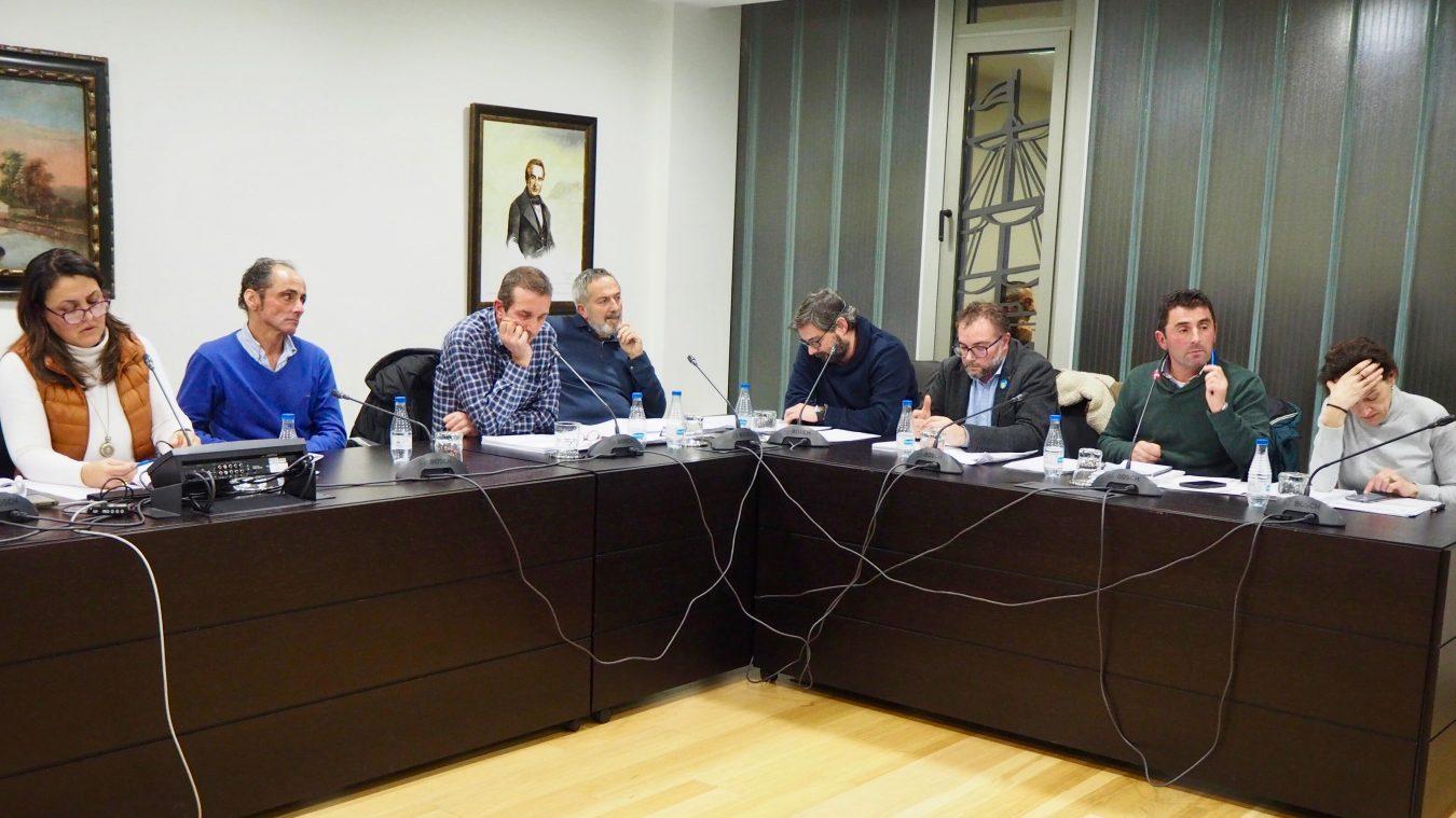 Ribadesella aprueba el informe de alegaciones a un Plan General que descatalogará la Plaza de Abastos y el Cine