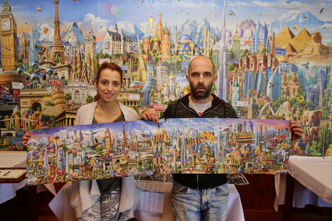 Un puzzle gigante que bate records en Ribadesella