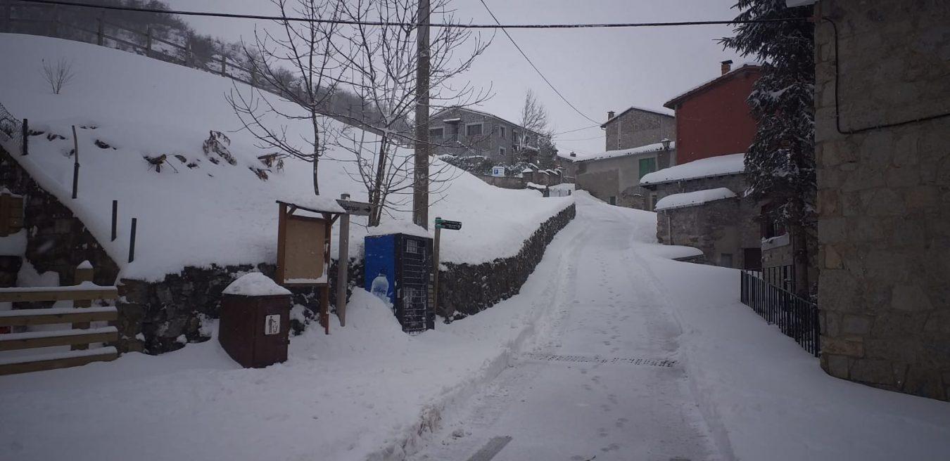 La borrasca Helena deja aislado a Sotres durante varias horas por nieve