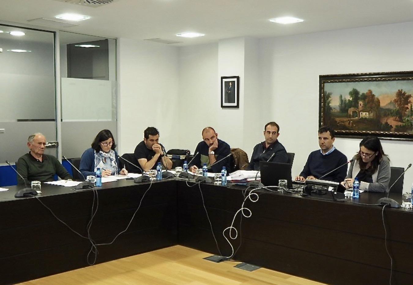 Charo Fernández y sus compañeros seguirán trabajando con normalidad hasta el fin de la legislatura